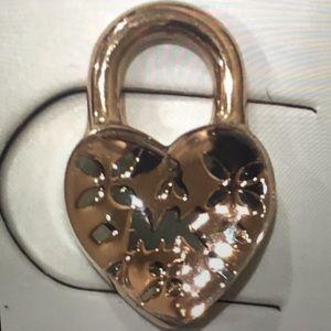 MICHAEL KORS LOVE LOGO HEART STUD EARRINGS (NEW)